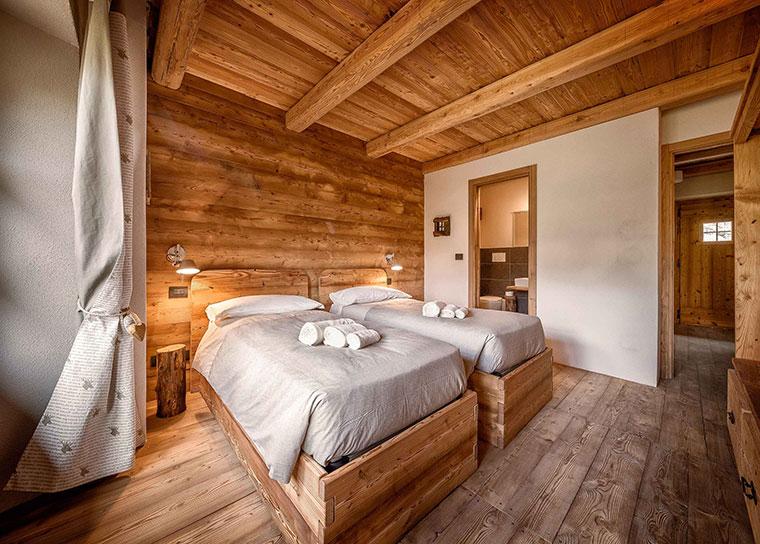 Camere da letto di montagna affordable da letto in legno for 2 piani di camera da letto e 2 bagni